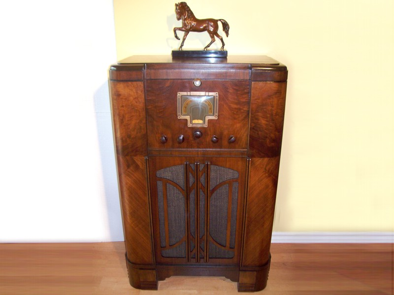 1936 Canadian General Electric E 98 Console Radio Magic